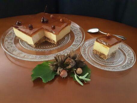 RECIPE MAIN IMAGE Crème Bavaroise  au café sur une Dacquoise  noisette , et sa gelée à la liqueur \